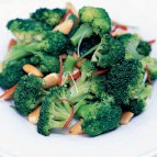 Giorgio Locatelli - Made in Sicily - recept: broccolisalade met amandelen en chilipeper