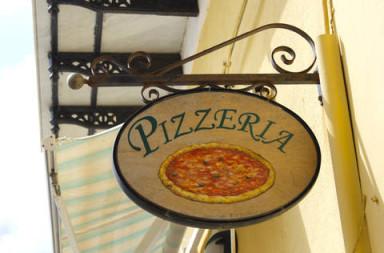 klassieke italiaanse pizza