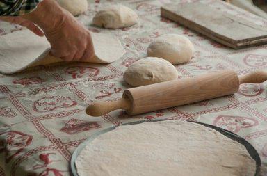 Zelfgemaakte pizza voorbakken: zo doe je dat