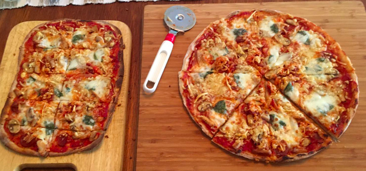 Pizza F1 met salami en gegrilde kip