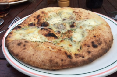 pizza bianca met gorgonzola