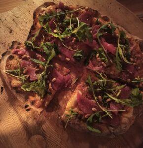 pizza met biefstuk