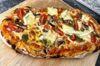 pizza met brie en datterini
