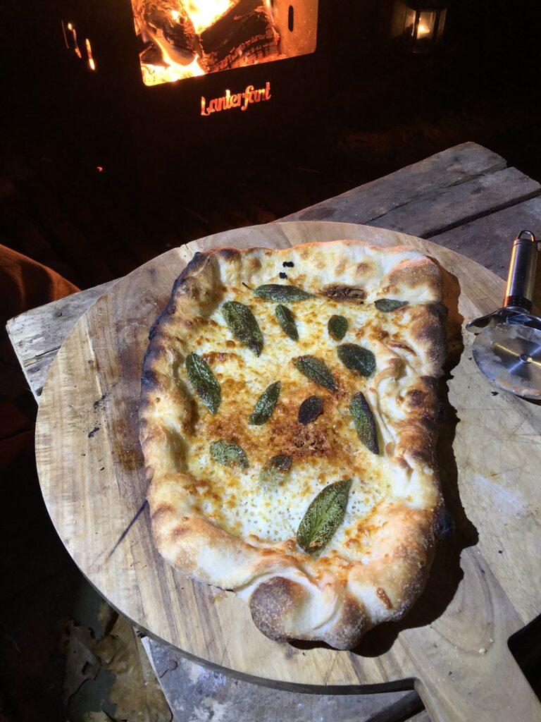 Pizza Biancha met salie